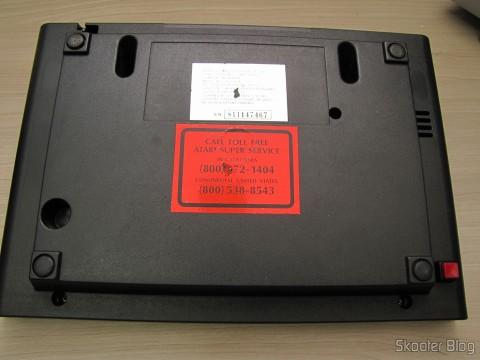 Parte de baixo do Atari VCS/2600 com número de série da Atari dos EUA