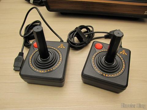 Joysticks do Atari Flashback 2, compatíveis com o Atari VCS/2600