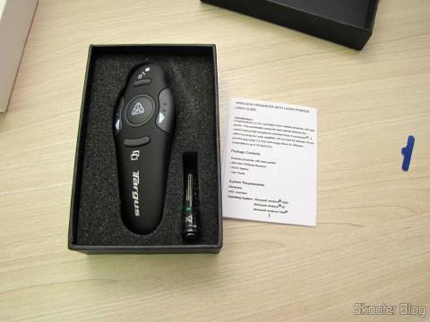 Apresentador Sem Fio USB RF com Apontador Laser para PC/Laptop (USB RF Wireless Presenter with Laser Pointer for PC/Laptop – Black (10-Meter Range))  em sua embalagem e manual de instruções