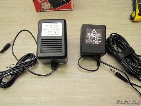 The power supply for Atari 2600 Retro-bit and the power supply that came with my Atari 2600 U.S., abreast