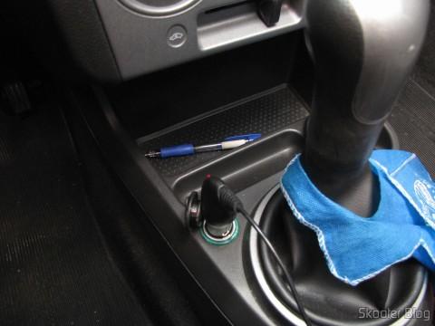 Carregador de Celular Veícular c/ saída Micro USB (Car Charger for Samsung I9100 Galaxy S2 (DC12-24V)) em funcionamento