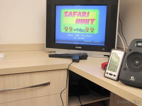O Mega Drive III instalado dentro do armário