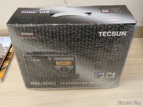 Radio Tecsun BCL-3000 with Analog Tuner and Digital Display AM / FM / SW World, on its packaging