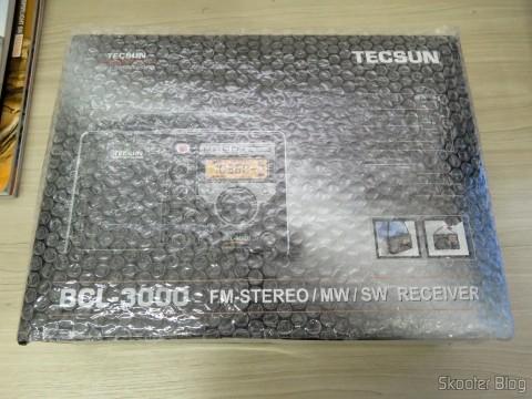 Rádio Tecsun BCL-3000 com Sintonizador Analógico e Display Digital AM/FM/SW Mundial, em sua embalagem