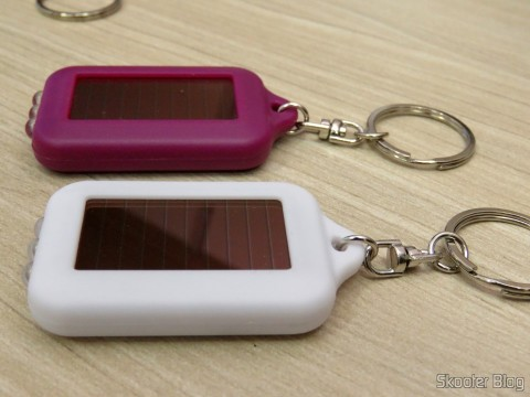 Details of two of the 10 Keychain with Mini Flashlight with 3 LED Solar Light as Recarregável,