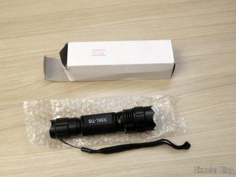 Lanterna Ultrafire 503B 860 lúmens, 5 Modos, Branca, com Zoom, LED Cree XM-L T6, e sua embalagem