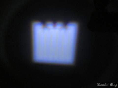 Lanterna Ultrafire 503B 860 lúmens, 5 Modos, Branca, com Zoom, LED Cree XM-L T6, em funcionamento