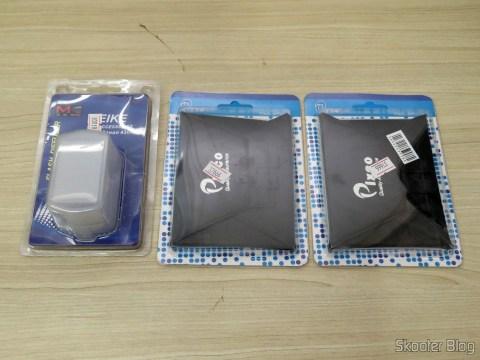 O Difusor para Flash Canon Speedlite 430EX II e os dois Difusores de Flash Portátil Universal para Câmera SLR, em suas embalagens