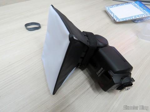 Portable Flash Diffuser Universal SLR Camera Canon Speedlite Flash engaged in 430EX II