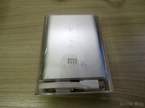 XIAOMI Genuine 10400mAh USB Mobile Power Source Bank w/ 4-LED Indicators - Silver + White in his acrylic case