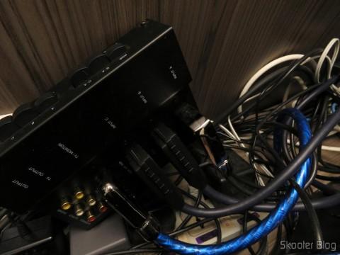 Cabo SCART RGB do Super Nintendo (CSYNC), Cabo SCART RGB do Playstation (Sync-on-Luma), com upgrade para Mini Coaxial e Adaptador SCART para Framemeister, em funcionamento