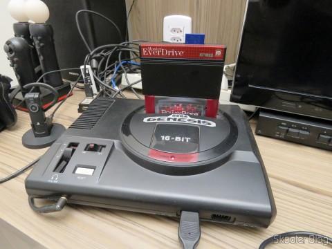 PowerBase Mini FM com Master Everdrive conectado e em funcionamento
