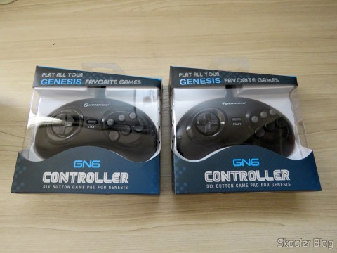 "Os dois Genesis ""GN6"" Controller (Hyperkin), in their packaging"