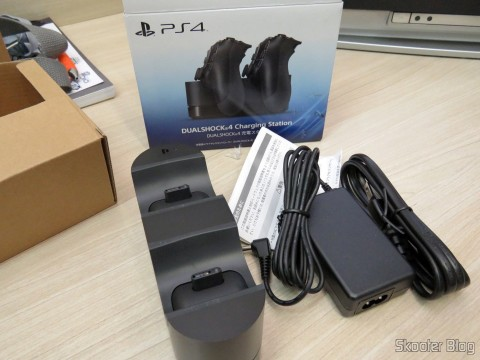 Official Sony PS4 Dualshock 4 Charging Station Dock charger NEW U.S. Plug and accessories