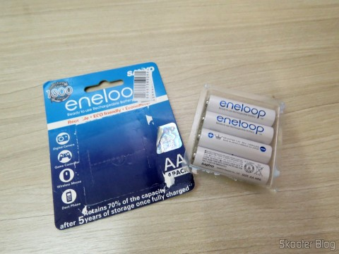 Cartela with 4 Rechargeable AA NiMH 1.2V 1900mAh Sanyo Eneloop Warm