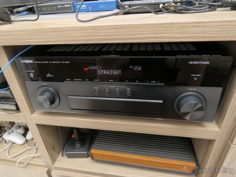 Yamaha RX-A830 7.2-Channel Network AVENTAGE Home Theater Receiver, em funcionamento