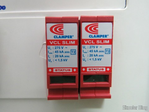 Dois Clamper VCL 275V 45kA Slim - DPS na caixa de disjuntores, protegendo todos os equipamentos elétricos da casa