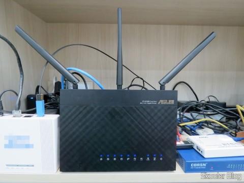 Roteador ASUS RT-AC68U, fazendo o balaceamento de carga entre a conexão de fibra óptica e a conexão ADSL