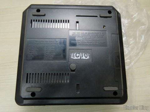 A parte de baixo do Mega Drive III da Tec Toy