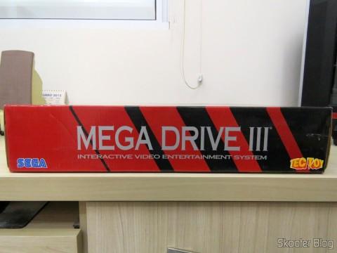 Lateral da caixa do Mega Drive III da Tec Toy