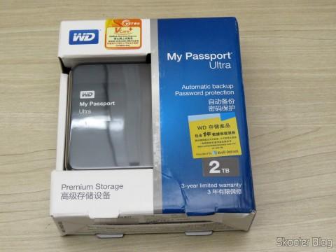 HD Externo Portátil WD My Passport Ultra 2TB (WDBBKD0020BBK-NESN), on its packaging