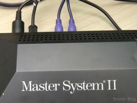 Cabo A/V RCA Duplo Millionwell com 150cm conectado ao Master System II da Tec Toy