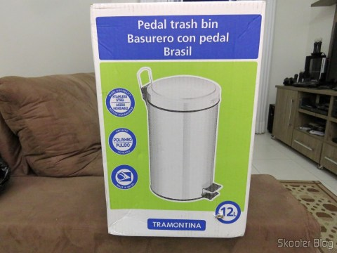 Stainless Recycle Bin with Pedal and Removable Bucket 12 Tramontina liters, on its packaging