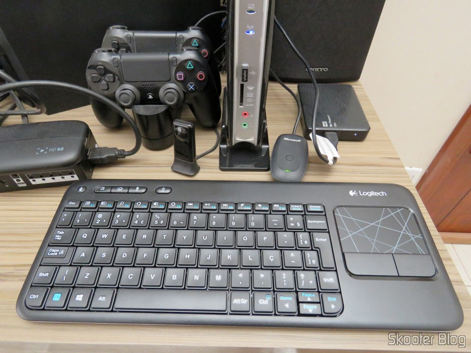 Wireless keyboard with Logitech Touch Mouse K400R - Skooter Blog
