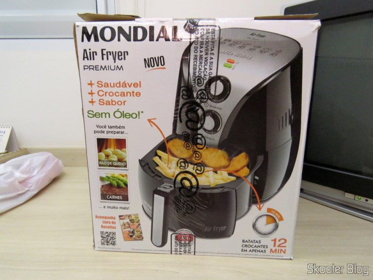 Electric fryer Mondial Air Fryer Black, on its packaging