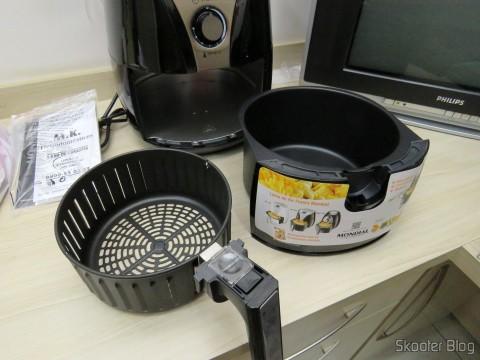 Cesto e bandeja da Fritadeira Elétrica Mondial Air Fryer Preto