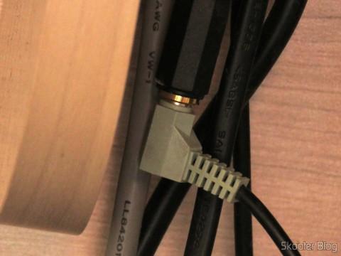 Cabo P2 MXP2 F 5M Gold Tblack conectado ao cabo do Logitech Z623