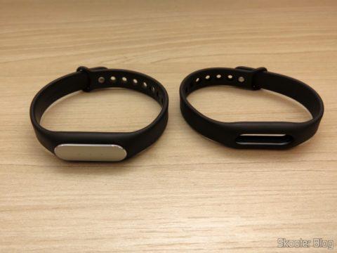 Pulseira de Reposição para Mi Band - Xiaomi Genuína, ao lado da pulseira que acompanha a Mi Band 1S