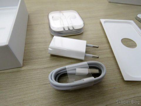 """Acessórios do iPhone 5S 32GB Prata Tela 4"""" IOS 8 4G Câmera 8MP"""