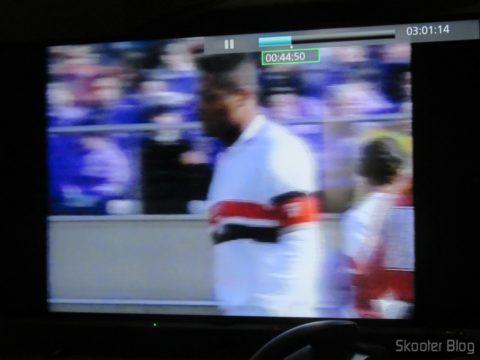 """Mas a Smart TV Panasonic Viera 40"""" - TC-40DS600B infelizmente não desentrelaça o vídeo do Mundial Interclubes de 1992 que gravei em 480i (resolução original da Band)"""