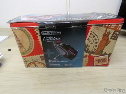 Steam iron Black & Decker AJ3000V with Ceramic Gliss, on its packaging