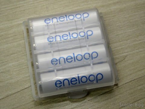 Hard case for AA batteries, AAA, 14500 and 10440, with 4 pilhas AA