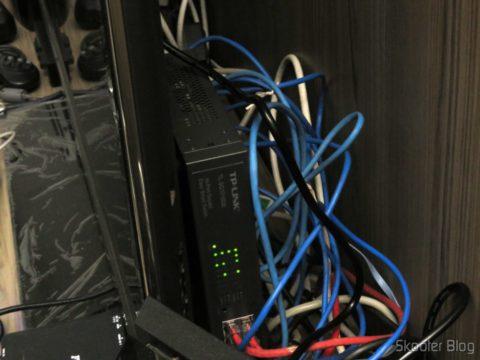 Switch Easy Smart Gigabit de 16 Portas TP-Link TL-SG1016DE, instalado