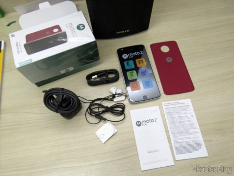 Smartphone Motorola Moto Z Play and their accessories