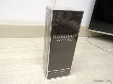 Herrera For Men 200 ml EDT Spray (M), on its packaging