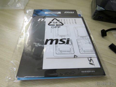 Manuais e folhetos que acompanham o MSI Cubi 2