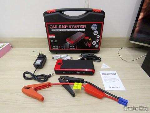 Maleta com o Mini Powerbank com Jump Starter para Carro e Moto e seus acessórios