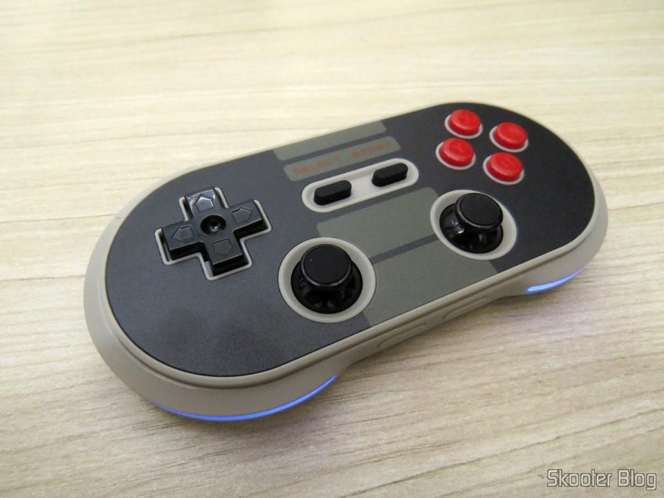 Controlador Sem Fio Bluetooth 8Bitdo Crissaegrim NES30 PRO