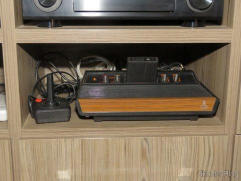 Cabo Super Vídeo Profissional 3 metros e Cabo P2 para 2 RCA Profissional 3 metros conectados ao Atari VCS/2600