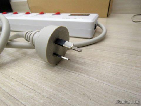 Plug do Filtro de Linha com 6 Tomadas Universais, 2 USB, e Interruptores Individuais
