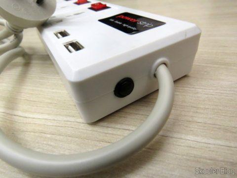Fusível re-armável do Filtro de Linha com 6 Tomadas Universais, 2 USB, e Interruptores Individuais