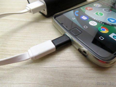 Adaptador USB 3.1 Tipo C Macho para Micro USB Fêmea Vention VAS-S10-B, em funcionamento
