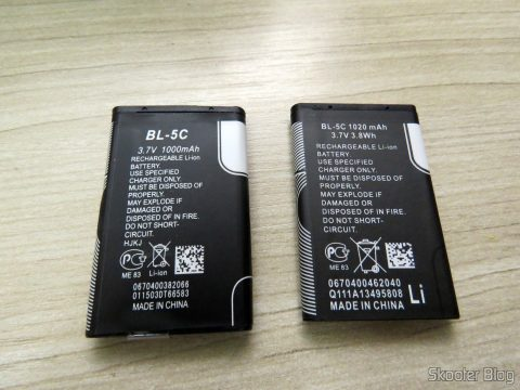 One of the 2 BL-5 c batteries 1020mAh, next to the battery that came with the cart