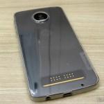 Capa Transparente para Motorola Moto Z Play Nillkin Nature TPU 0,6mm, em sua embalagem, instalada no Moto Z Play