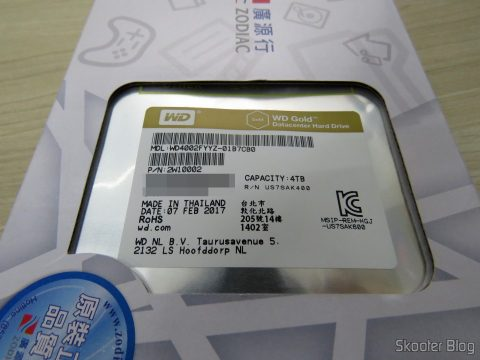 HD Western Digital WD Gold 4TB, on its packaging
