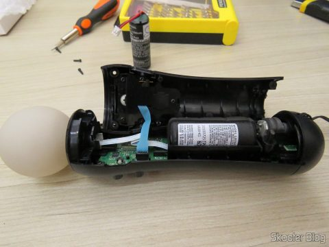 Instalando a Bateria para Playstation Move Motion Controller